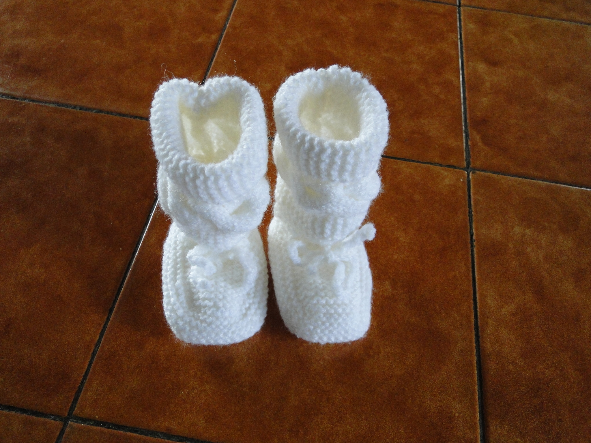 65b3a71de23a Chausson-bottine pour bébé   Chaussons au tricot